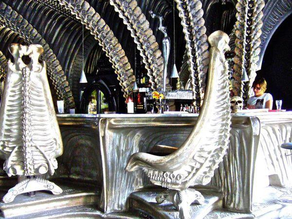 barul-scheletelor-elvetia
