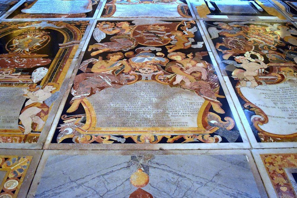 piatra-funerara-catedrala