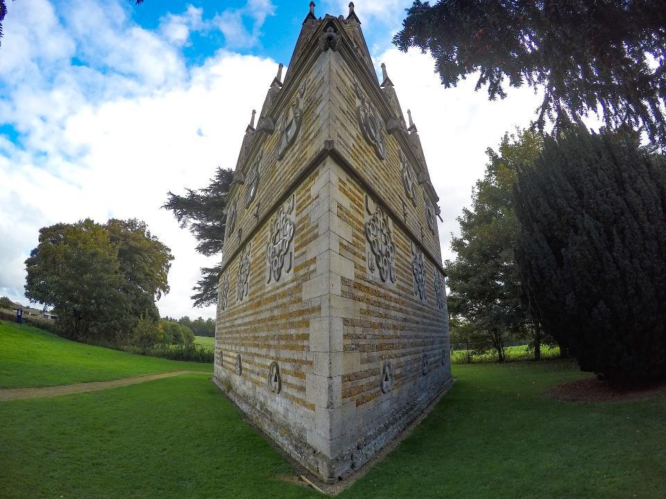 casa-triunghiulara2